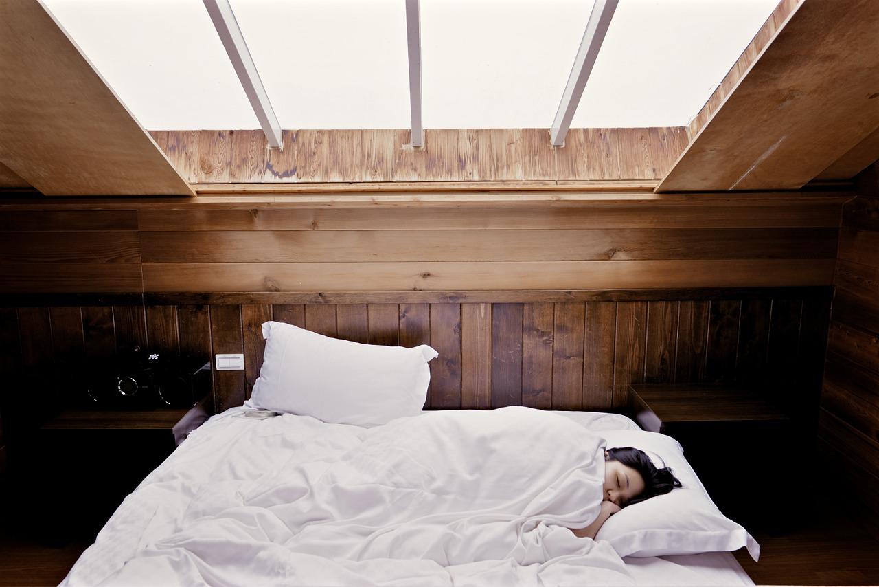 sypialnia-na-poddaszu